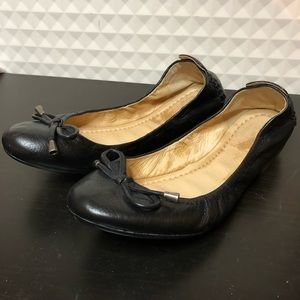 Frye Carson Collapsible Ballet Flat in Black